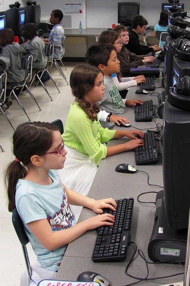 Niños Con Ordenador Por Woodleywonderworks CC Flickr