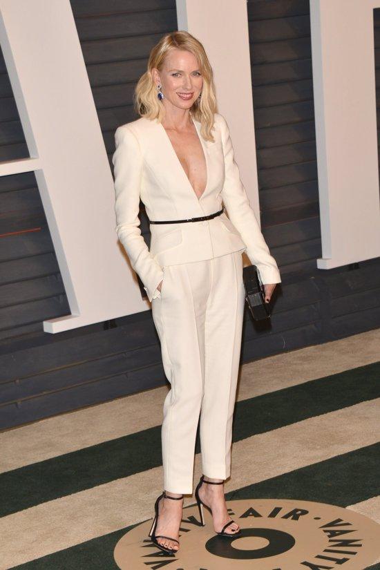 Vestido De DoradoEl Que Blanco Famosas Color Y Con Del 8nvw0mNO