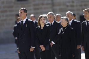 Los Reyes de España junto a Ana de Francia