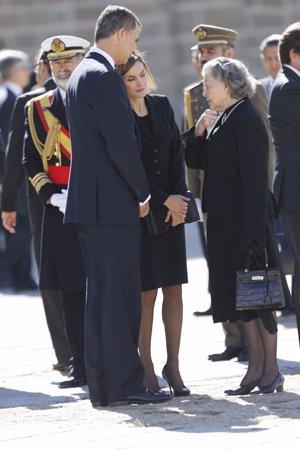 Letizia y Felipe VI dan el pésame a Ana de Orleans