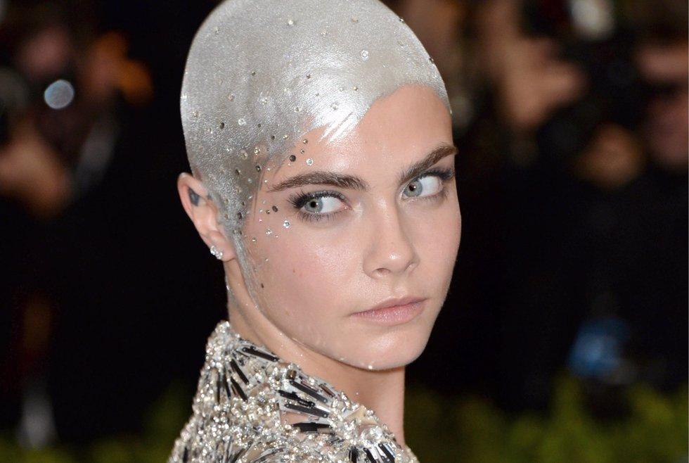 El look que eligió Cara Delevigne para acudir a la última edición de la Gala Met. Cordon Press