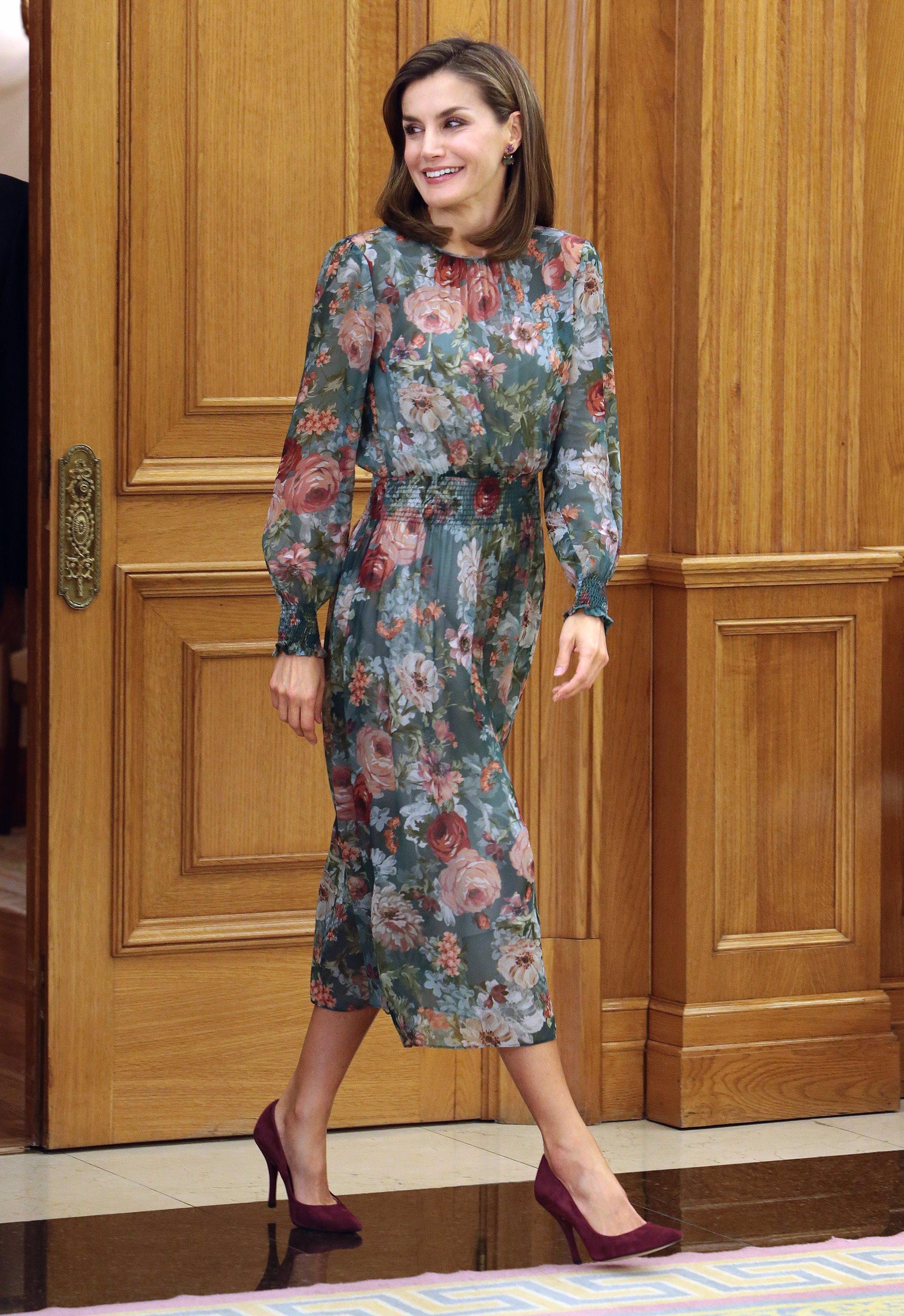 Letizia Vestido Zara De 50 La Reina Menos Euros Estrena Por SpqUzMVG