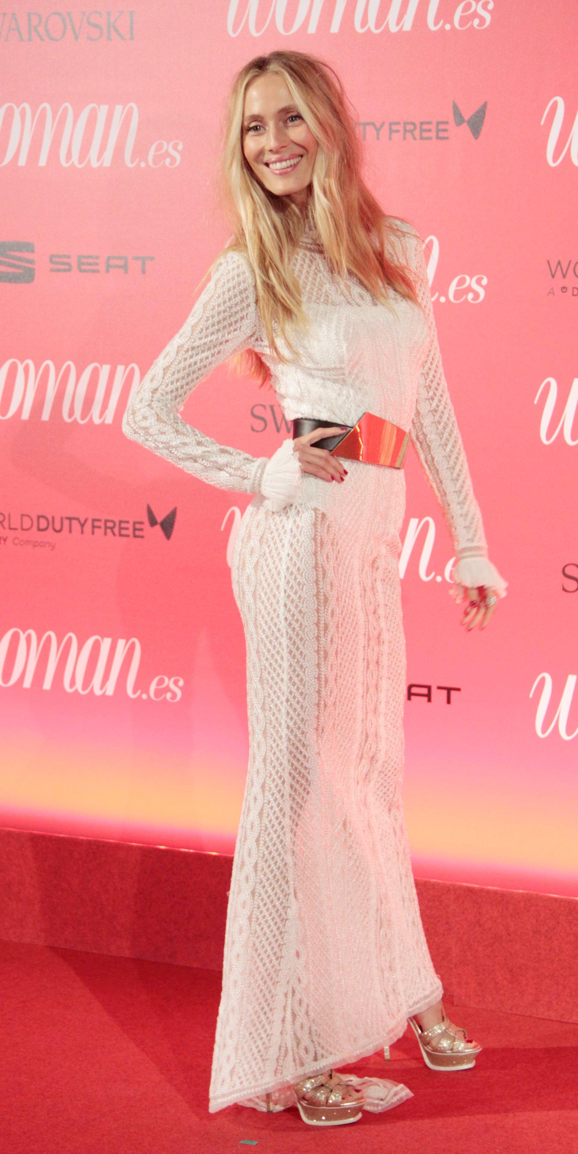 Glamour y elegancia en la alfombra roja de los ii premios for Ariadne artiles medidas