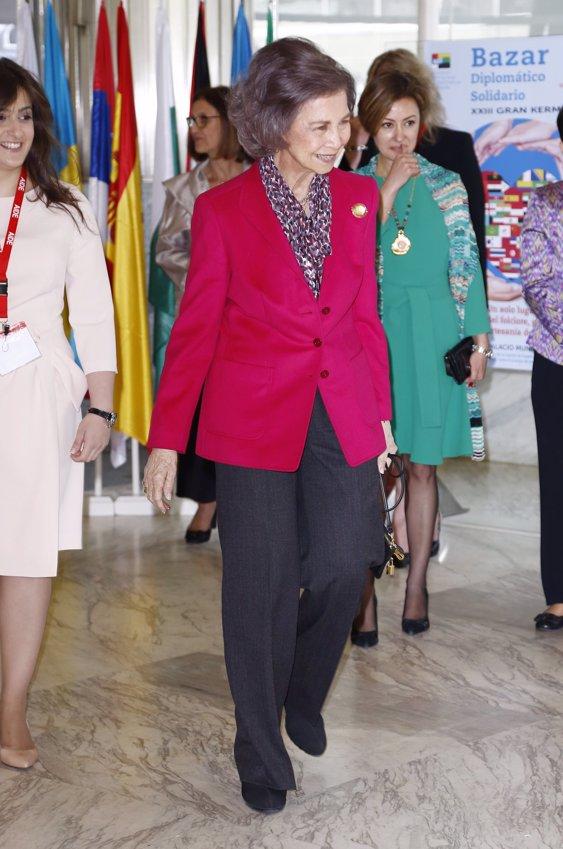Doña Sofía inaugura rastrillo solidario
