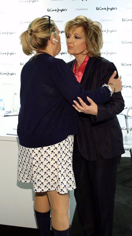 María Teresa Campos y Carmen Borrego en la firma de discos de 'Una bella historia'