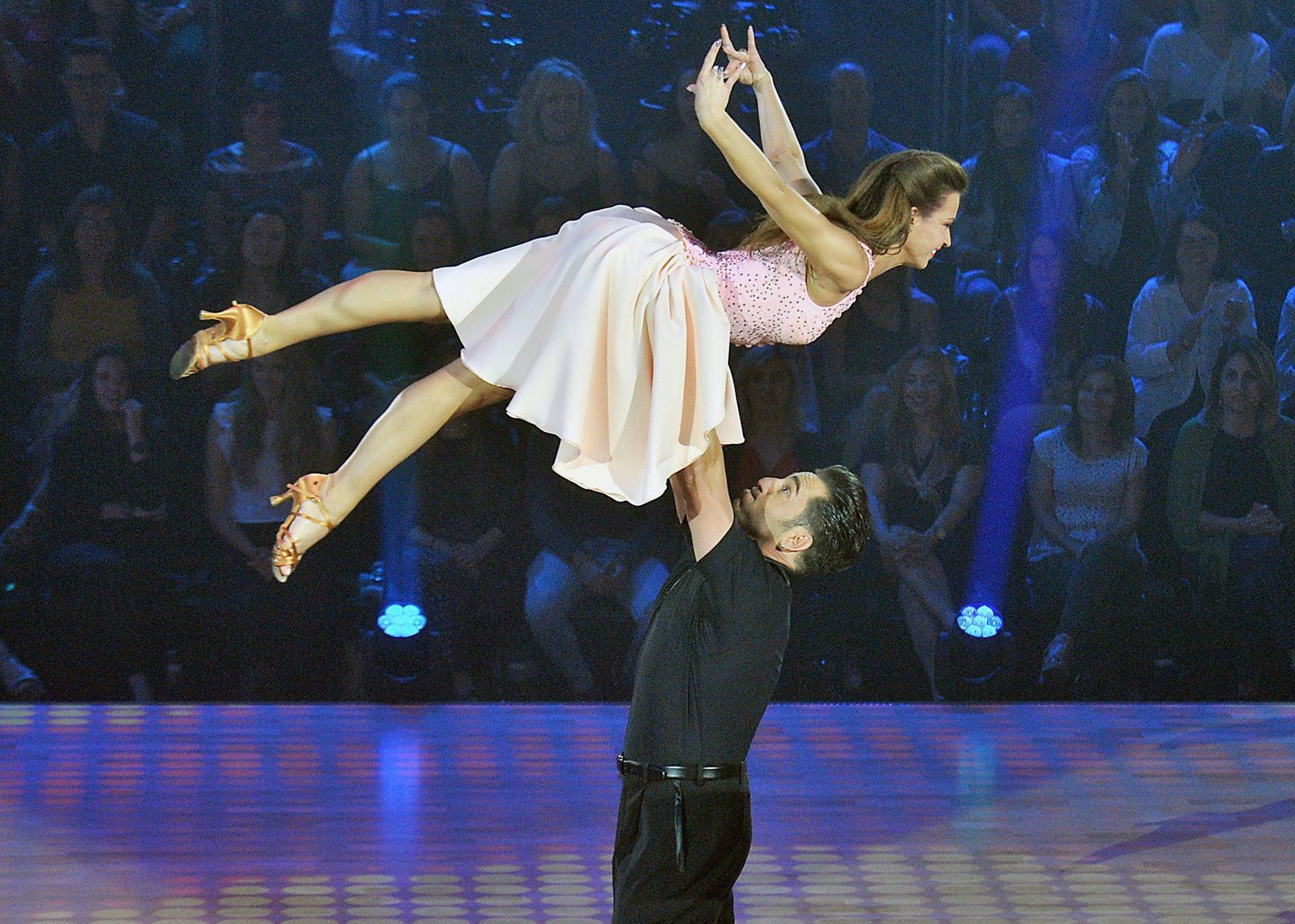 David bustamante y yana olina bailan dirty dancing salto baile a lo Patrick Swayze y Jennifer Grey