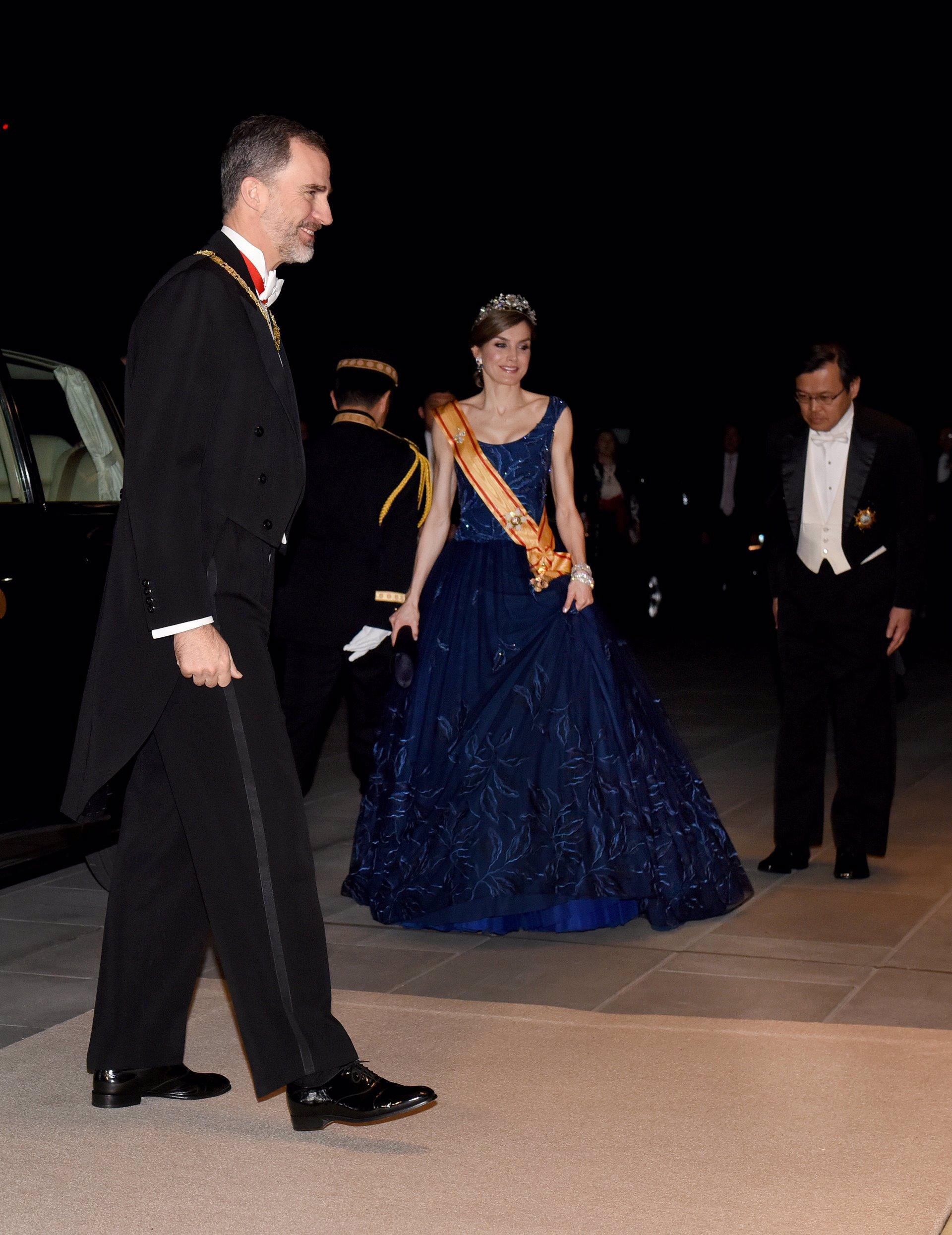 La Reina Letizia junto al Rey Felipe VI durante la cena de recepción de gala con el emperador Akihito de Japón y la emperatriz Michiko en el Palacio Imperial el pasado 5 de abril de 2017