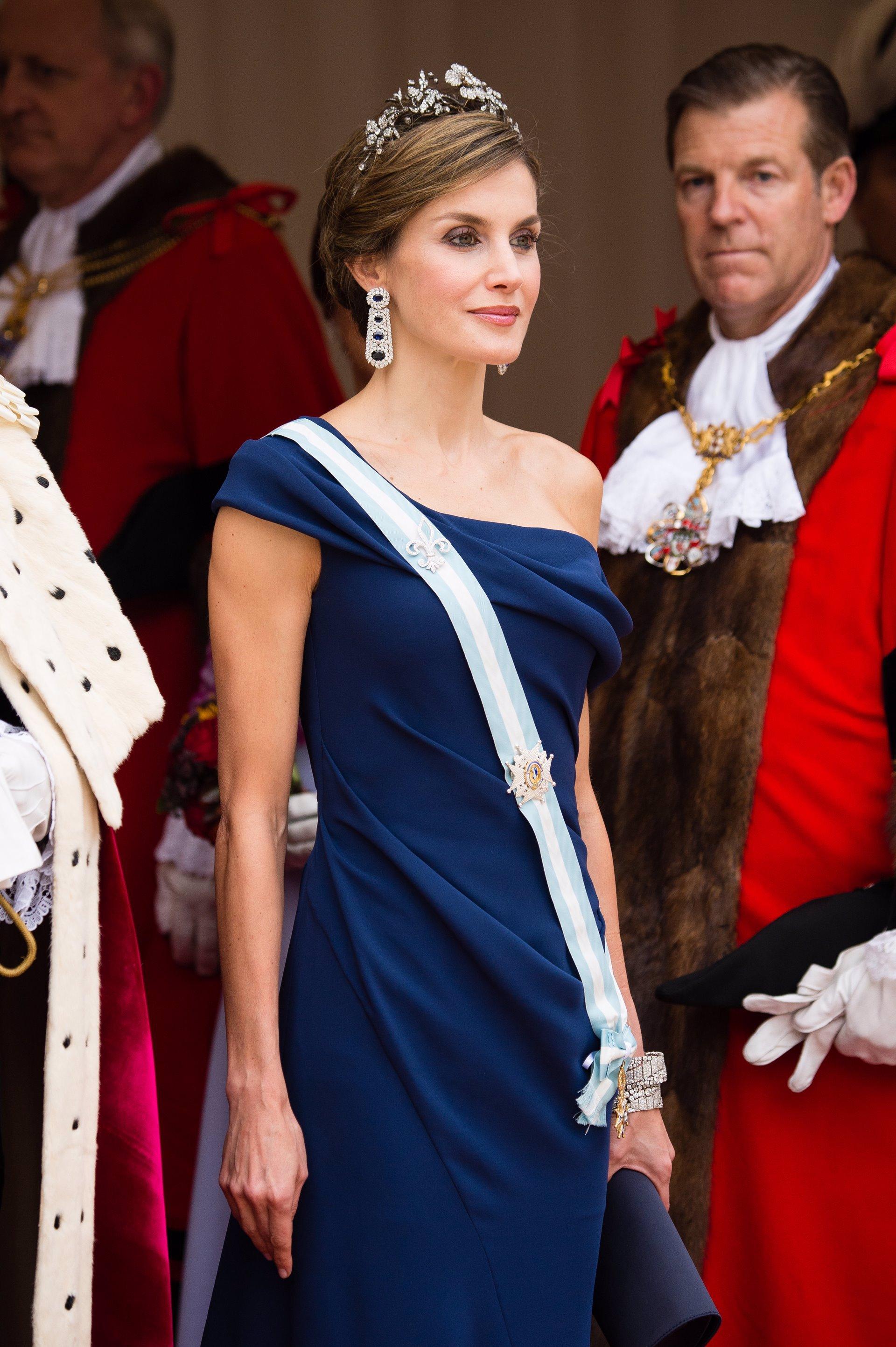 La Reina Letizia homenajea a la bisabuela del Rey Felipe VI y a la Reina Isabel II de Inglaterra con las pulseras más famosas de la realeza