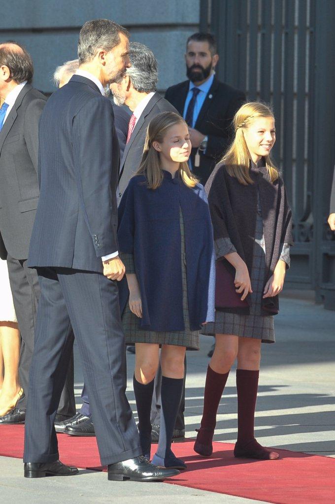 La Princesa Leonor y la Infanta Sofía, vestidas casi iguales el día del 40 aniversario de la Constitución