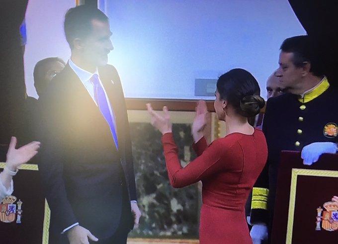 Reina Letizia aplaude fervorosamente el día de la Constitución