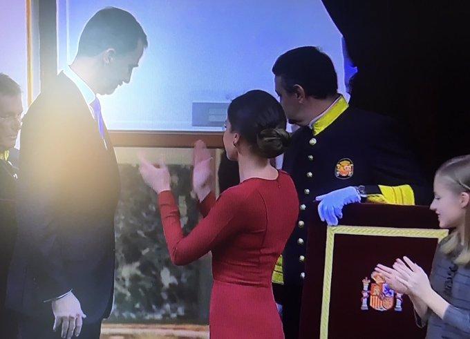 Reina Letizia se rinde al Rey el día de la Constitución