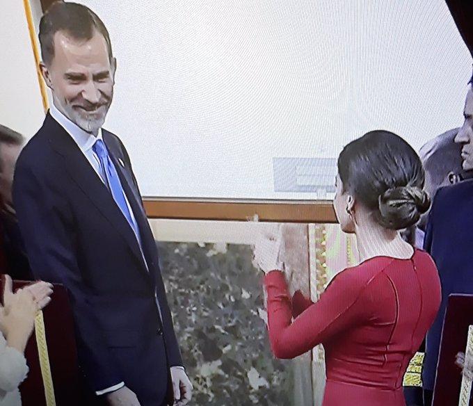 Felipe y Letizia, aplausos y risas en el Congreso por la Constitución
