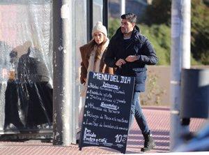 Paula Echevarría supervisa las obras de su nueva casa junto a su inseparable Miguel Torres