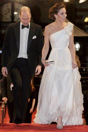 Kate Middleton con vestido vaporoso blanco en los Bafta 2019