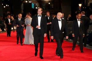 Kate Middleton vestido largo estampado en tonos azules vaporoso de Tabhita Webb