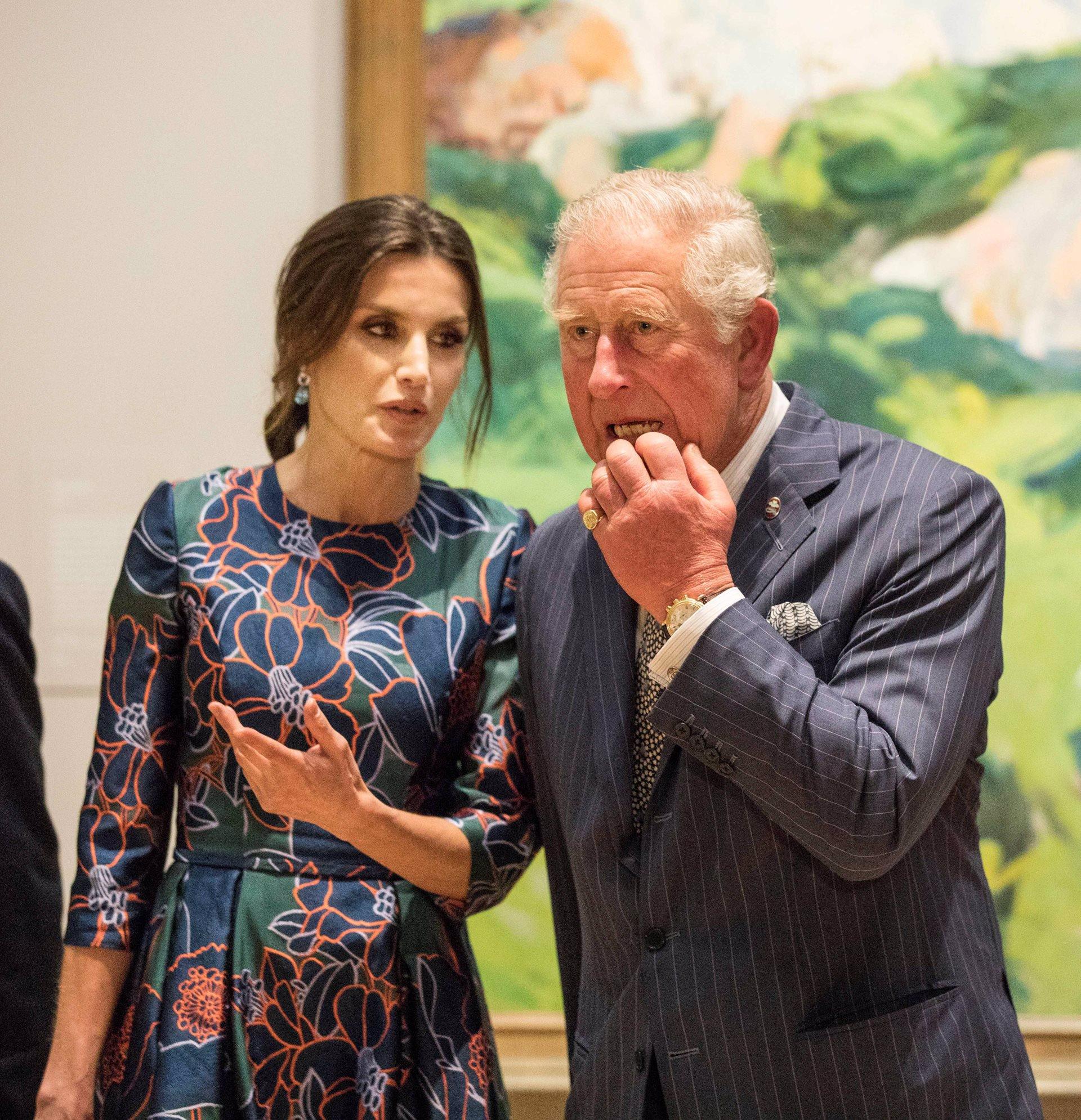 La Reina Letizia comenta al Principe Carlos la obra de Joaquín Sorolla