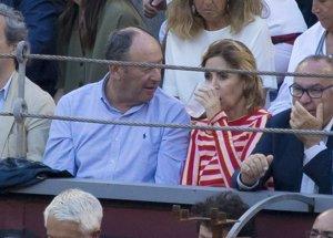 Ágatha Ruiz de la Prada disfruta con Luis Miguel Rodríguez de una tarde toros en la plaza de Las Ventas
