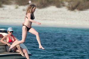 Melanie Griffith regresa a España para lucir tipazo en Ibiza