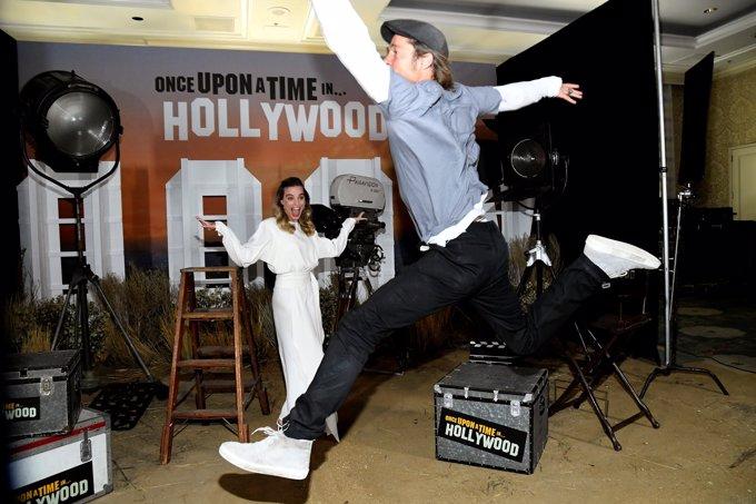 Brad Pitt arruinando la sesión de fotos de Margot Robbie en el photocall de 'Érase una vez en...Hollywood'
