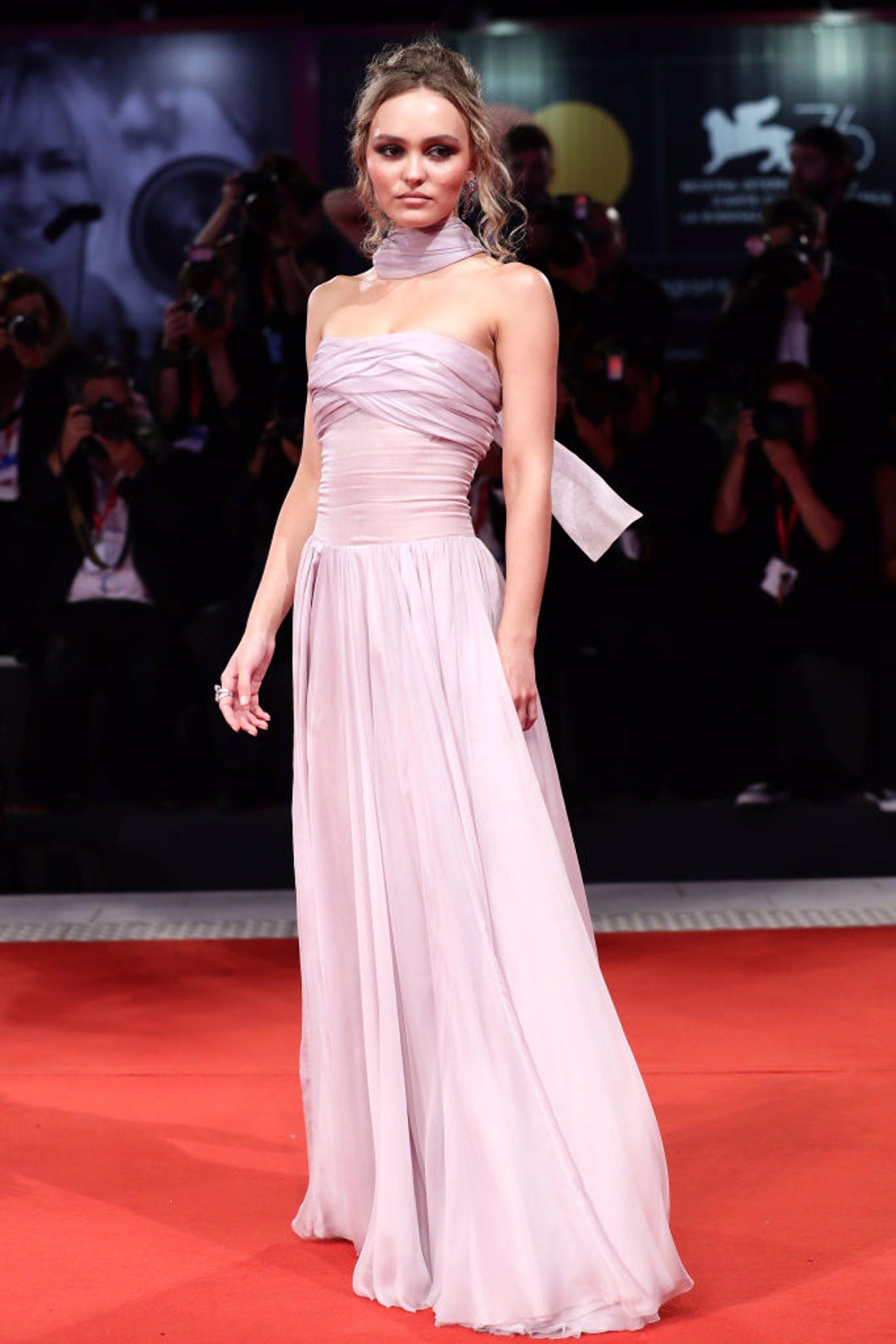 Lily-Rose Depp en la proyección de 'The King' en el Festival de Venecia