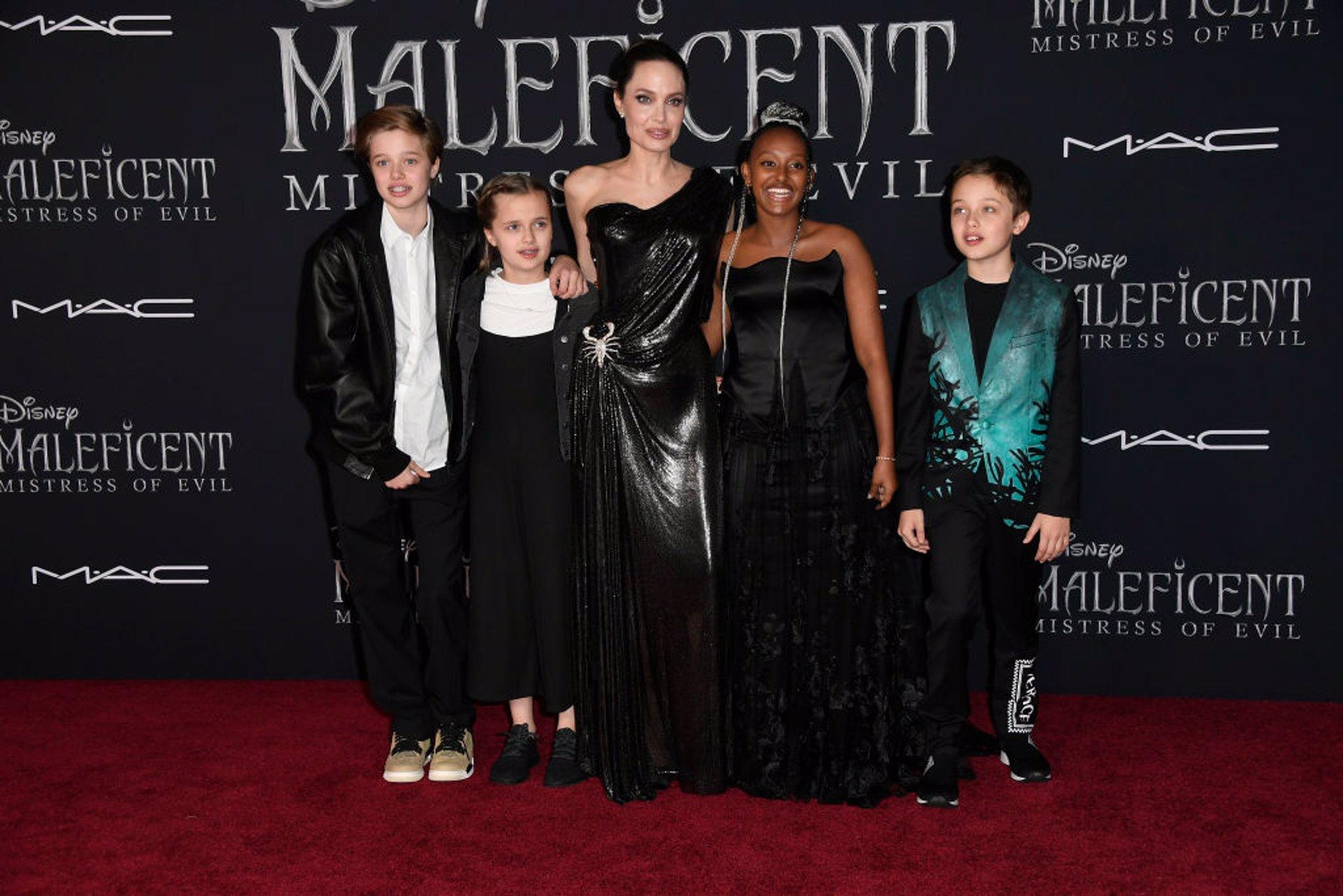 Angelina Jolie Brilla Con Luz Propia Junto A Sus Hijos