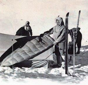 Pedro Gómez creó el saco de plumas. Su primer saco de dormir nació en 1954, siendo pionero en España.