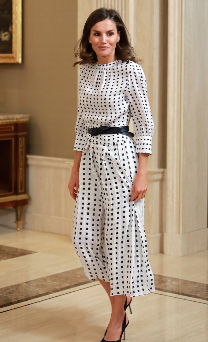 A la Reina Letizia le gustan lunares, ¡qué arte!