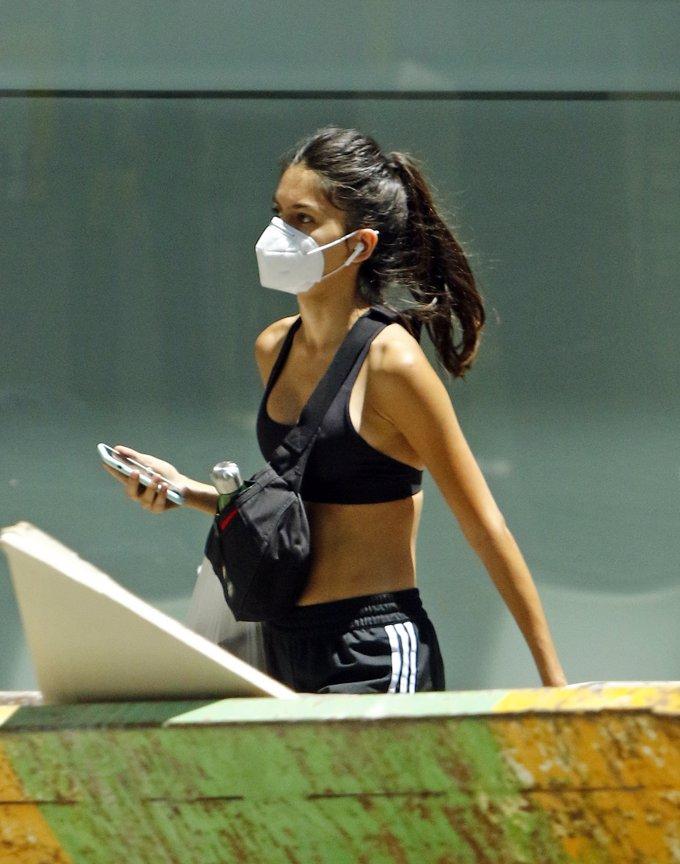 Lucía Rivera sale a comprar protegida con mascarilla