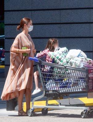 La futura duquesa de Alba acudió a un conocido centro comercial a comprar todo lo necesario para su bebé