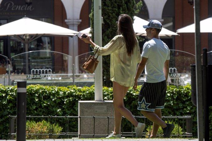 Marco Asensio y Sandra Garal, planazo de enamorados