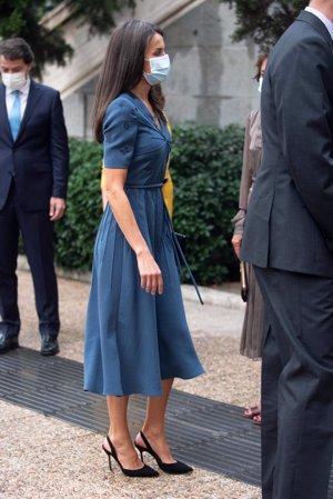 Doña Letizia, con zapatos de salón, volvió a llevar el pelo suelto