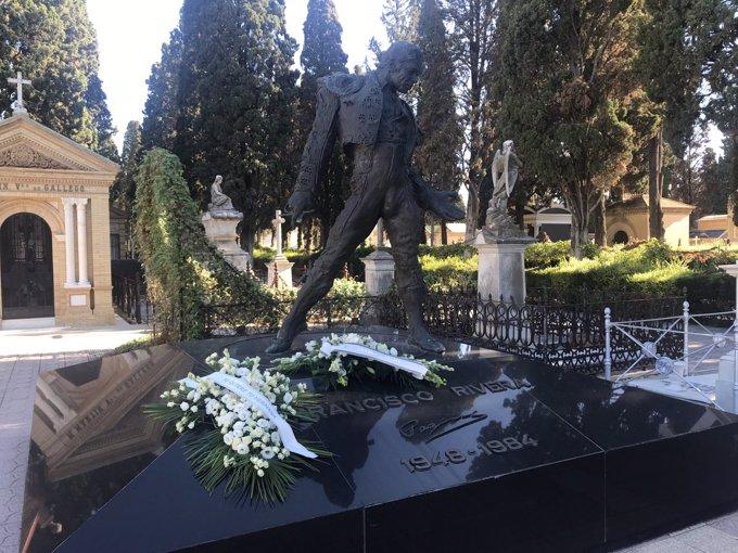 El panteón de Paquirri se llena de flores en el aniversario de su muerte