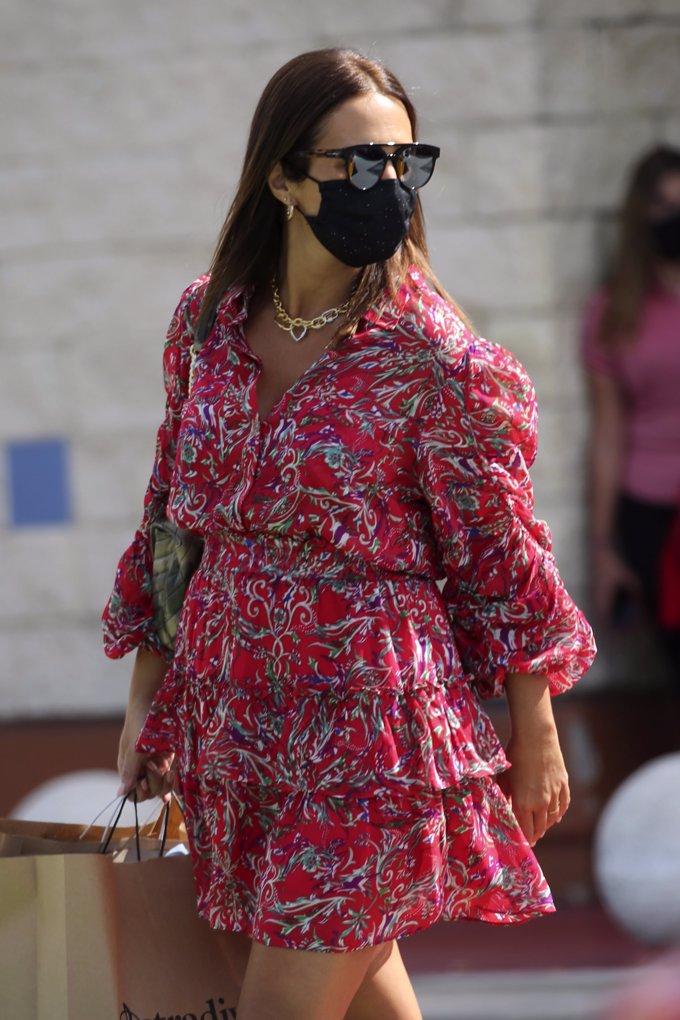 La actriz asturiana ha aprovechado para renovar su guardarropa ante los cambios en su cuerpo que se avecinan con el embarazo