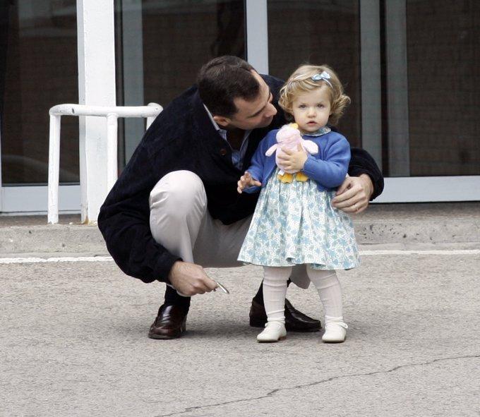 Mayo 2007. Leonor acude al hospital a conocer a su hermana Sofía