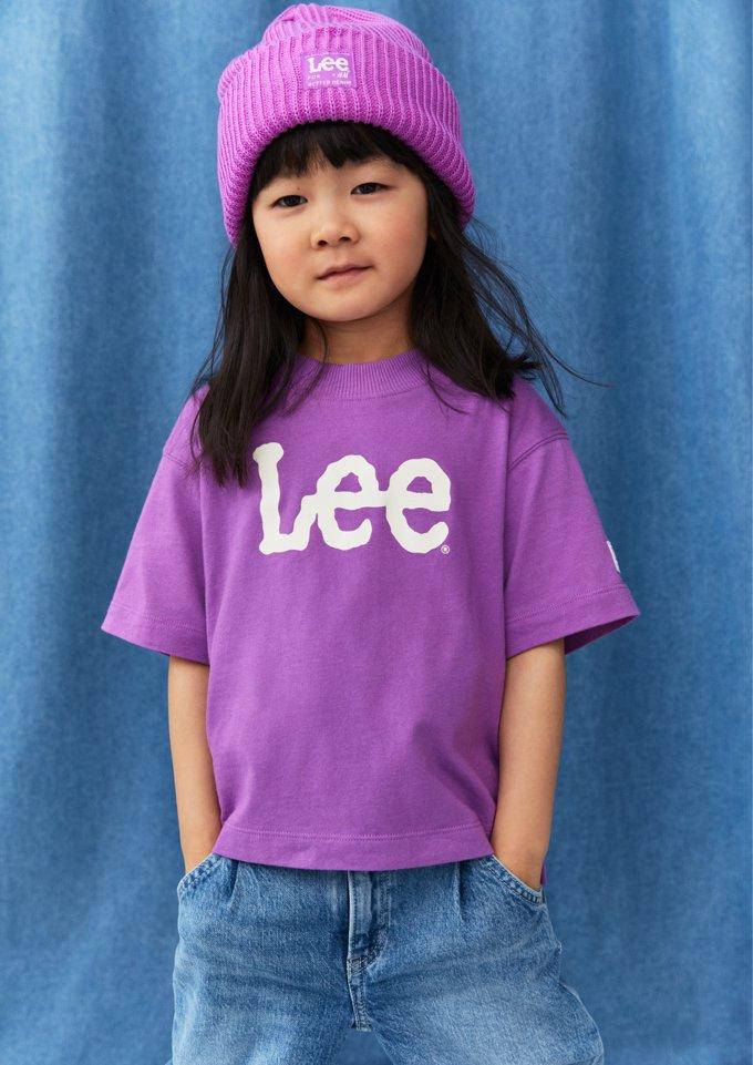 Nos encanta la camiseta de niña en color morado a juego con el gorro, de Lee para H&M