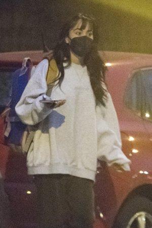Aitana, con un look comfy y una mochila al hombro