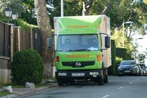 Un camión de mudanzas ha sacado las pertenencias de Ramón y Patricia tras su separación