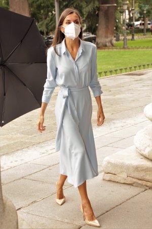 Doña Letizia ha recuperado su vestido azul cielo de Pedro del Hierro