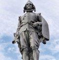 Primera foto colgada de la estatua de Francisco de Quevedo