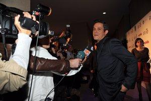 Alejandro Sanz muy amable y atendiendo a los medios