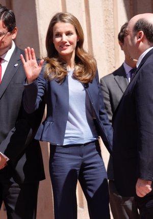 EP: Doña Letizia muy sonriente a su llegada al Auditorio de Oviedo