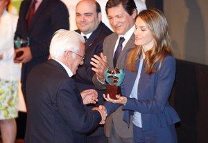 EP: La Princesa Letizia hace entrega de los Premios Solidarios Once