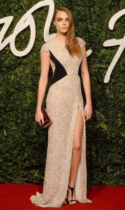 Cara Delevingne en los British Fashion Awards... ¿está algo rellenita o no?