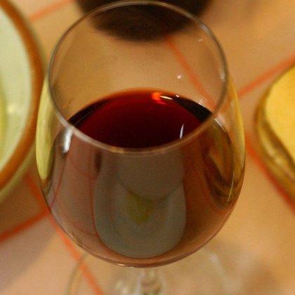 Científicos españoles descubren que un componente del vino mejora la salud y alarga la vida de ratones con dieta grasa
