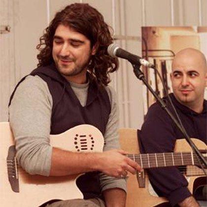 Antonio Orozco actúa junto a 'Cruz y Raya' e interpreta un tema de su último disco, en La Primera