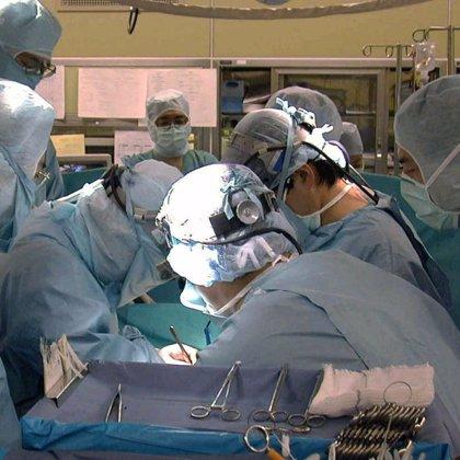 Una mujer de 47 años de Castellón, primera transplantada de antebrazos y manos en el mundo