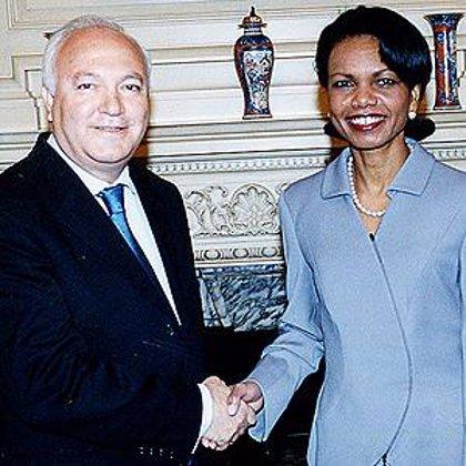 Rice traslada en París a Moratinos su intención de visitar España en el mes de marzo