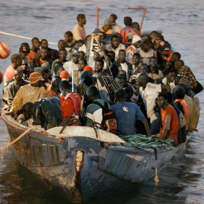 Llegan 59 inmigrantes irregulares a la isla de Tenerife a bordo de un cayuco