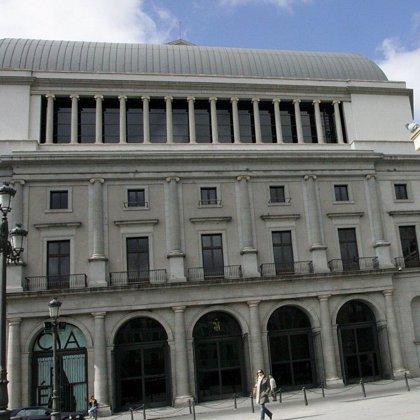 Miles de madrileños acuden a los conciertos líricos gratuitos que organiza el Teatro Real en su X Aniversario