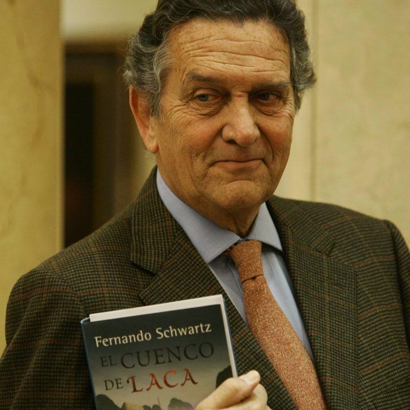 Fernando con su libro